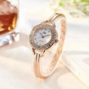 Women Steel Band Electronic Quartz Watch - Golden