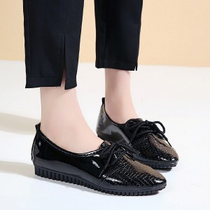 Synthetic Leather Shiny Pointed Flat Shoes - Black