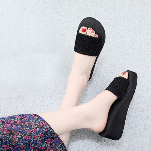 Muffin Solid Summer Wear Thick Sole Slippers - Black