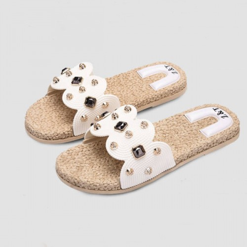 Rivets Decorated Feet Comfort Casual Slippers - White